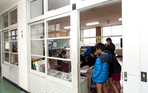 小学六年级学生教室